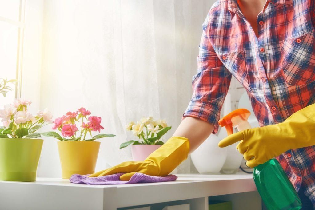 Persiapan buka puasa termasuk acara bersih-bersih