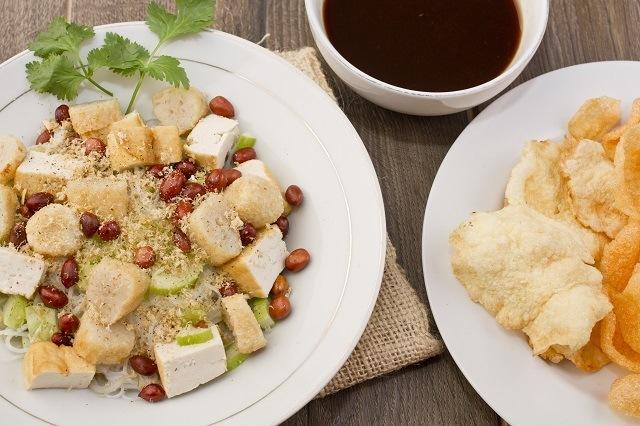 Rujak cingur, kuliner wajib icip dari Jawa Timur.