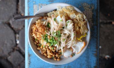 bubur ayam adalah sarapan pagi di bandung yang paling laku keras