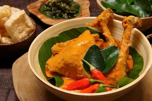 gulai ayam khas Minang yang jadi menu khas nasi kapau