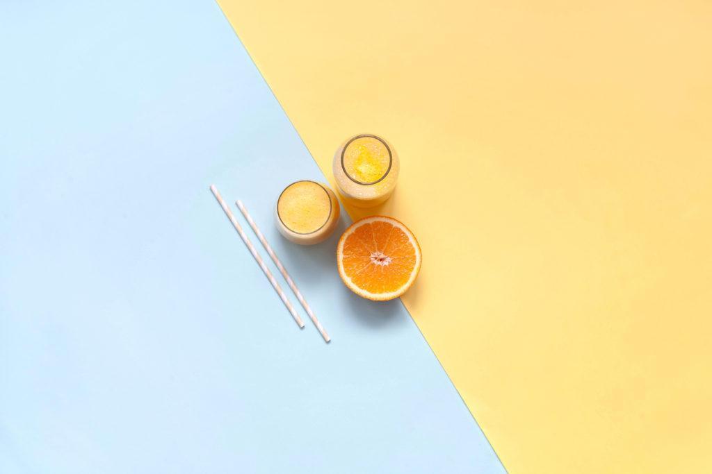 jeruk peras beserta buahnya