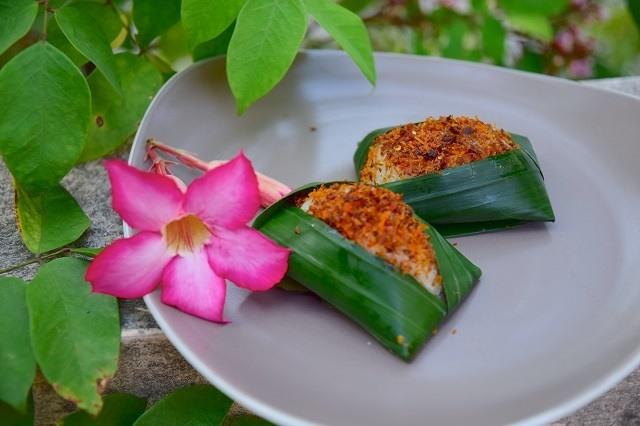 masakan tradisional banten berupa ketan serundeng pedas