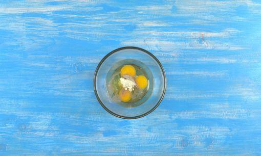 membumbui telur untuk resep tahu telur