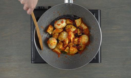 menumis telur dan kentang untuk resep telur balado
