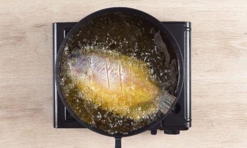 menggoreng gurame untuk resep ikan goreng acar kuning.