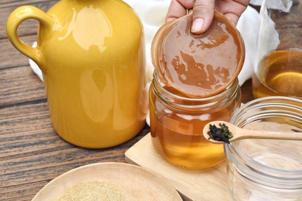 Kombucha adalah teh yang perlu difermentasi selama seminggu.