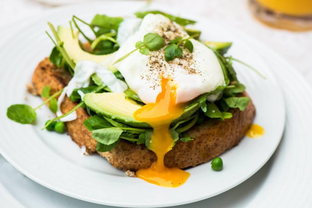 Poached egg adalah salah satu makanan diet yang murah.