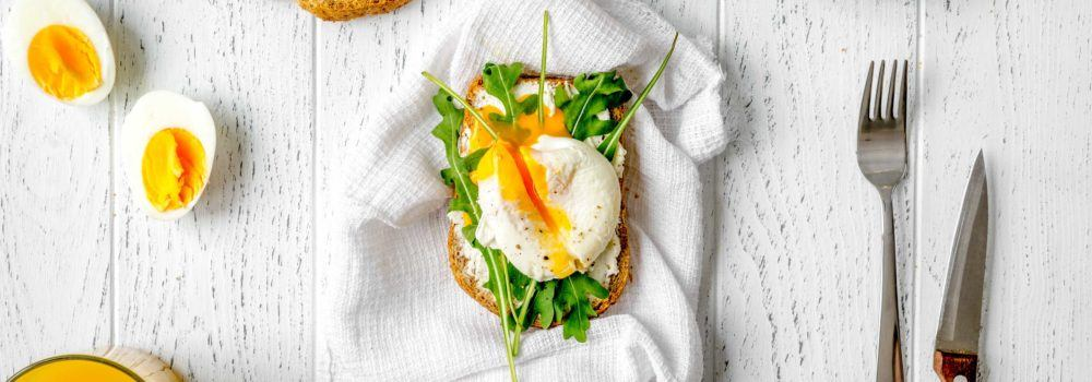 Sarapan poached egg adalah ide seru makanan diet.