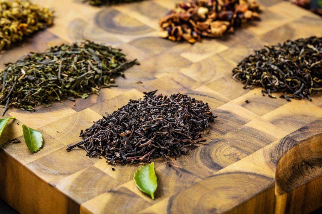 Selain teh hijau ada juga teh hitam.