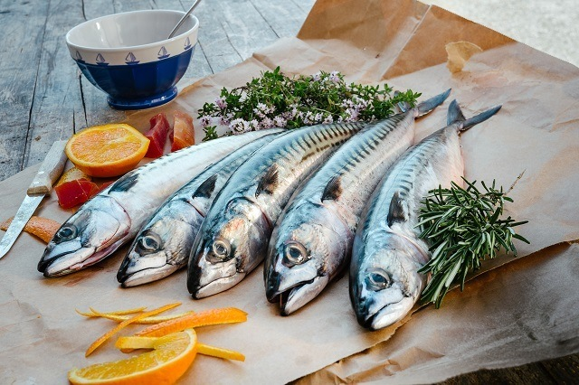 Cara membuat adonan pempek yang baik adalah dengan menggunakan ikan tenggiri.