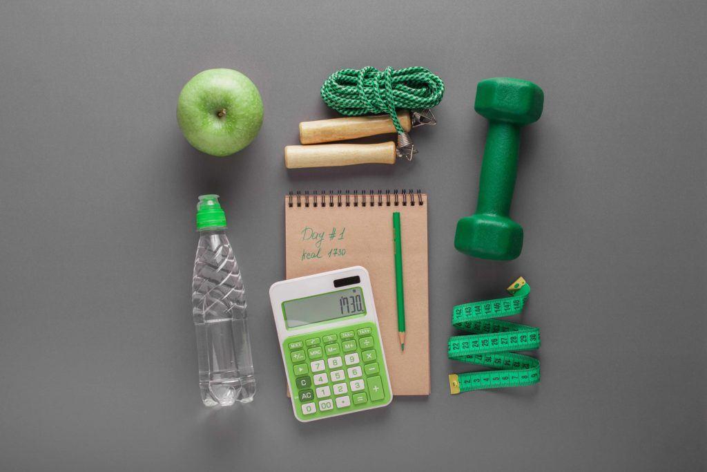 Menghitung kalori makanan dari asupan dan kegiatan fisik.