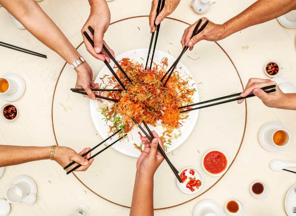 Makanan khas Imlek dan tradisi lo hei.