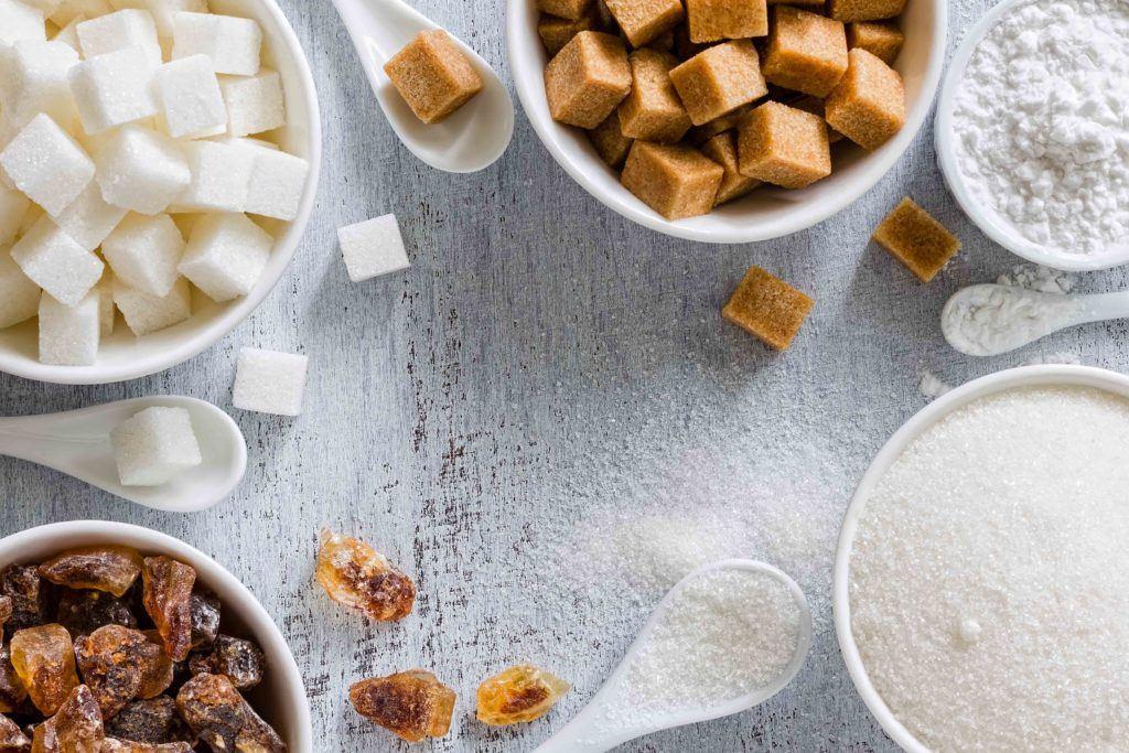 Makanan manis yang lazim terdiri dari kandungan gula yang cukup tinggi.