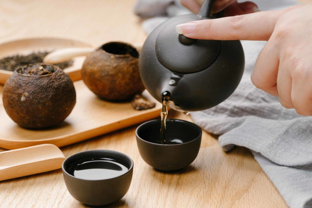 Masakan Cina kurang lengkap tanpa kehadiran teh pu'er.