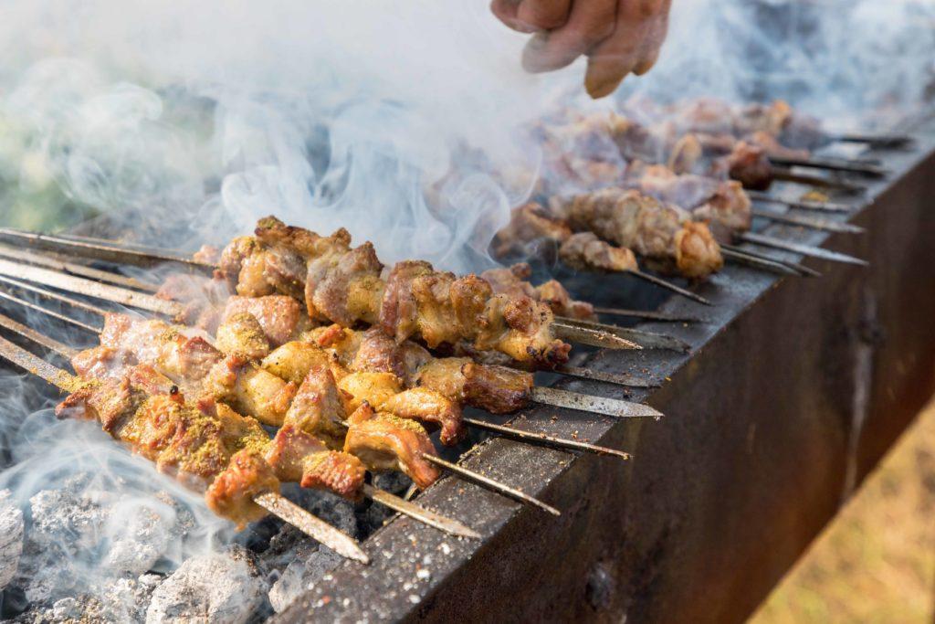 Satai kambing khas Uyghur adalah masakan Cina yang unik.