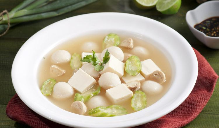 Sup ikan yang hangat dan membuat lidah bergoyang.