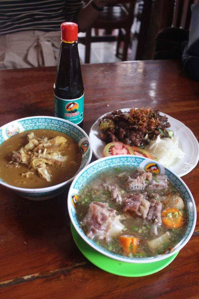 Kuliner Indonesia Tongseng Pak Budi.