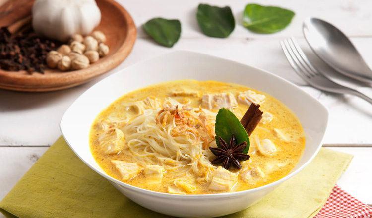 Kari Bihun khas Medan tersaji di atas mangkuk putih.