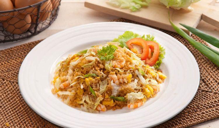 Resep nasi goreng Hong Kong tersaji.