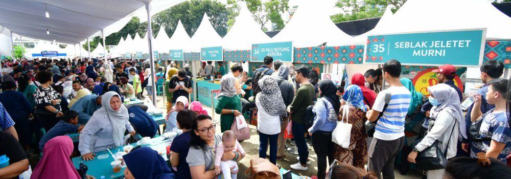 Festival kuliner yang ramai dikunjungi.