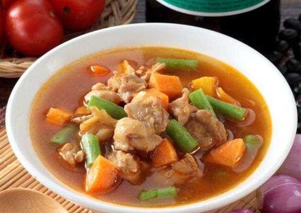 Sup ayam tomat dengan buncis. dan wortel.