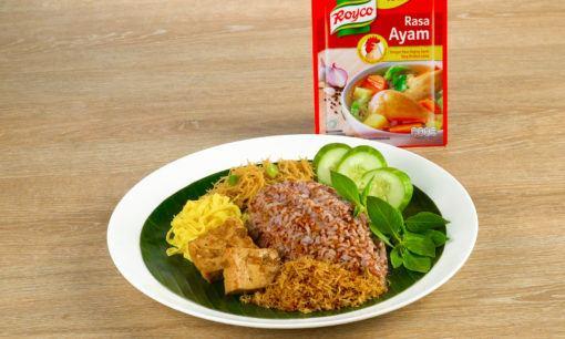 Nasi Ulam Betawi siap disantap.