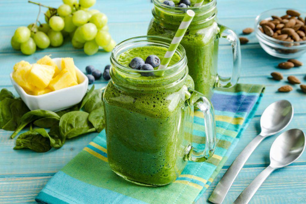 Sayur kale bisa diolah menjadi smoothie.