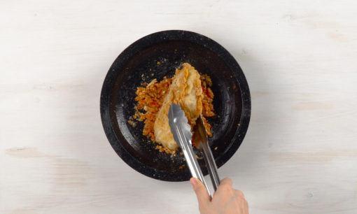 Menggeprek ayam geprek mozzarella.