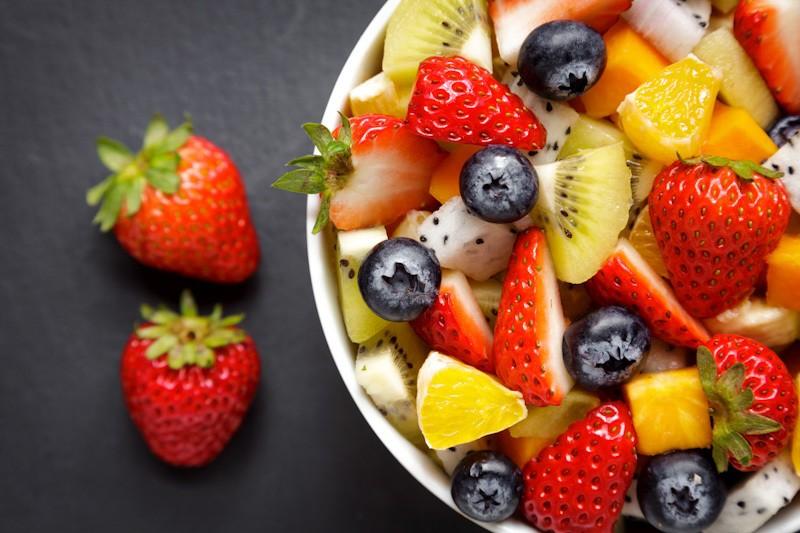 Cara membuat salad buah segar.
