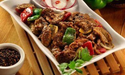 Hasil masak resep daging kambing masak lada hitam yang cocok untuk acara kumpul keluarga.