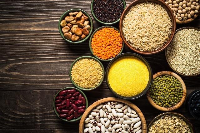 Aneka kacang-kacangan sebagai makanan sehat untuk ibu hamil.