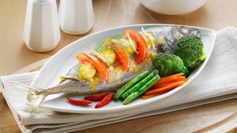 Ikan kembung kukus asam cocok sebagai menu utama.