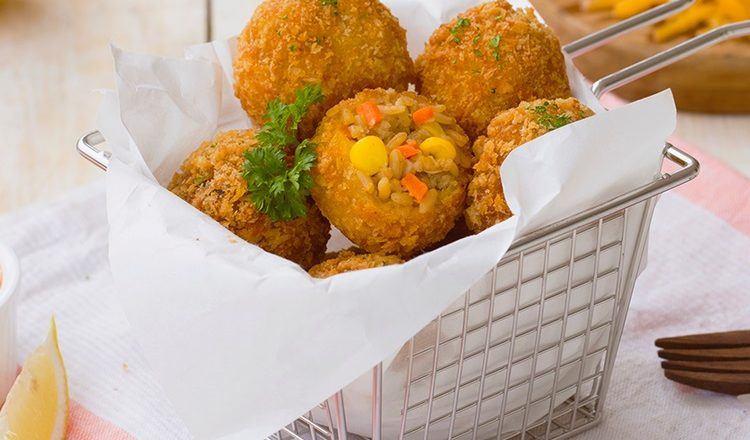 Kroket Nasi Goreng Keju mirip dengan Arancini.