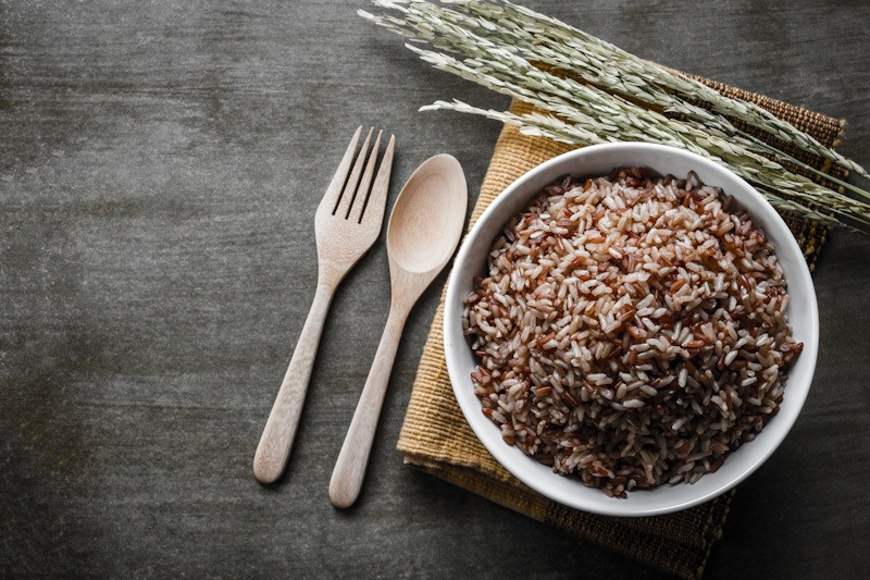 Nasi merah, makanan sehat untuk jantung.