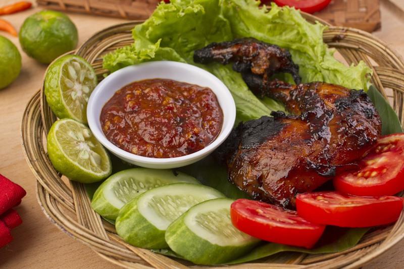 Ayam bakar kecap, resep masakan sederhana untuk pemula yang bisa dicoba di rumah.