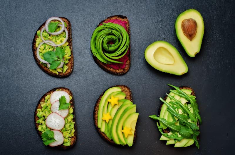 Makanan kekinian yang juga merupakan obat kolesterol alami, avocado toast.