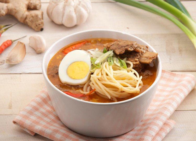 Makanan berkuah pedas, Resep ramen kuah pedas dengan telur.