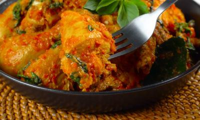 Ayam woku lezat siap dinikmati.