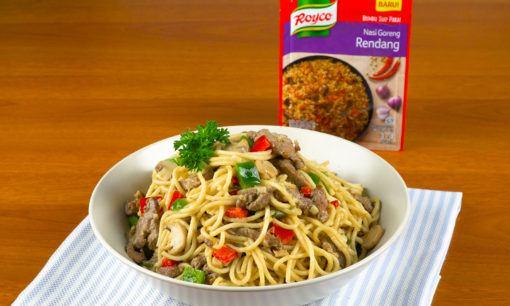 Spaghetti bumbu rendang siap dinikmati.