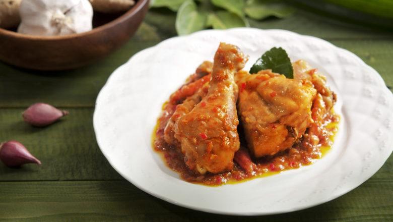 Balado ayam pandan khas Minang.