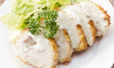 Ayam cordon bleu yang selalu jadi menu favorit di banyak restoran.