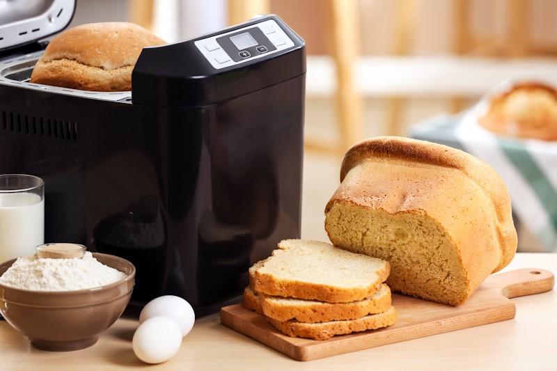 Bread maker, peralatan dapur untuk membuat roti.
