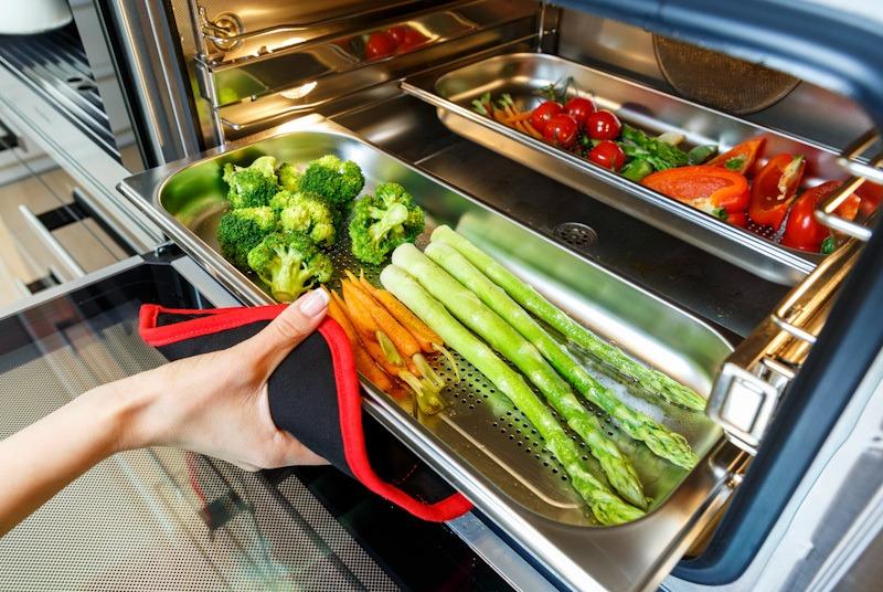 Steam oven, peralatan dapur untuk memasak makanan sehat.