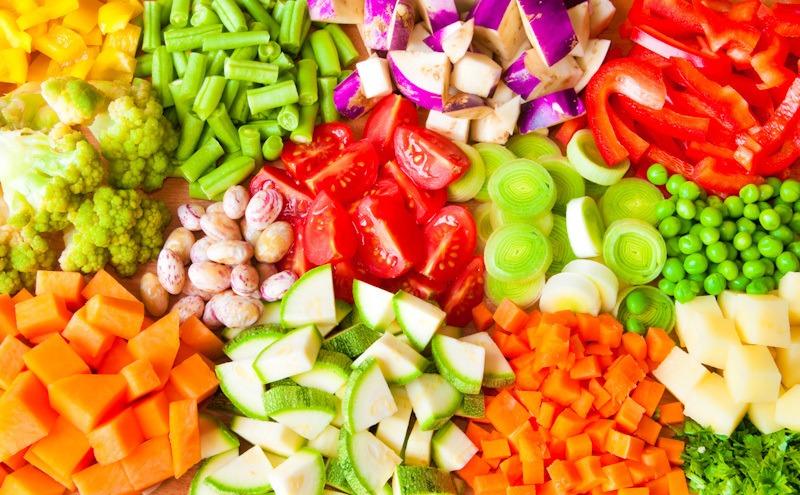 Potongan sayuran dalam beraneka bentuk.