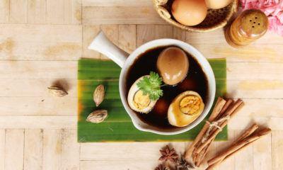 Semur telur isi sangat cocok untuk bekal yang mudah disajikan hangat atau suhu ruang.