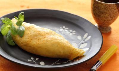 Nasi goreng omelette juga bisa jadi bekal ngantor yang praktis.