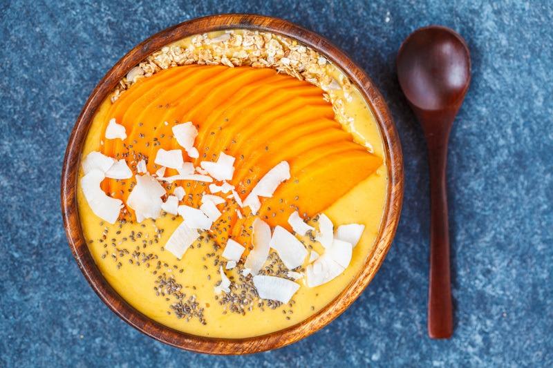 Smoothie bowl dari buah mangga.