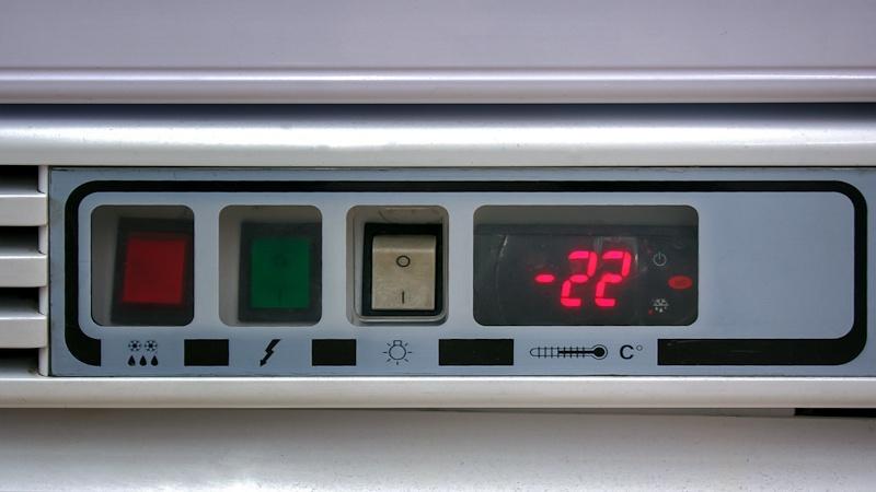 Suhu ideal freezer kulkas di angka -22C.