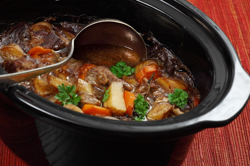 Slow cooker untuk memasak sayuran.