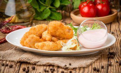 Nugget ikan berbahan ikan tenggiri tersaji dengan mayo.